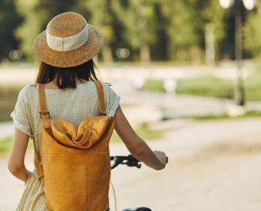 Cycliste dans un parc